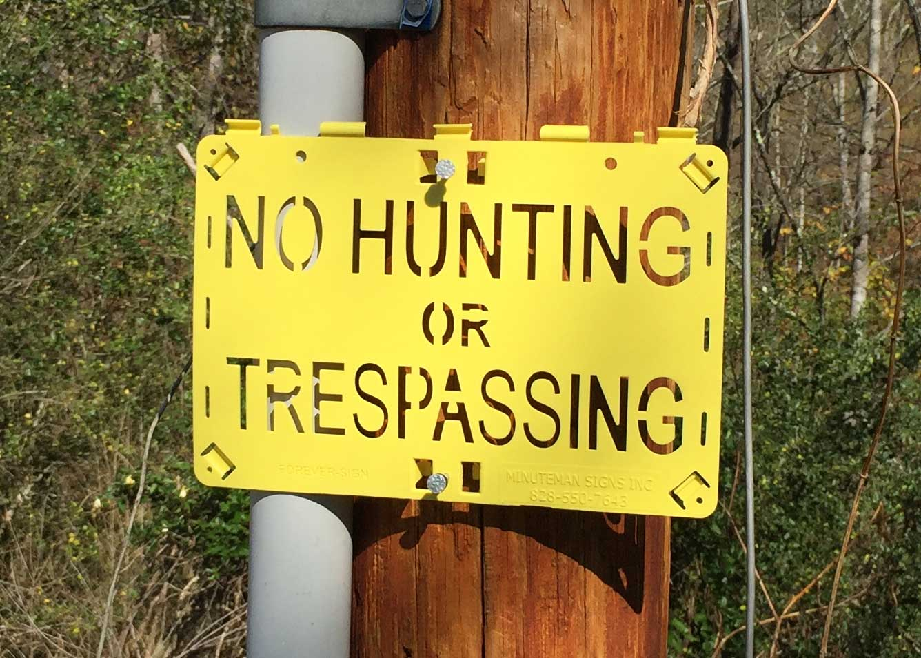 No hunting sign on pole